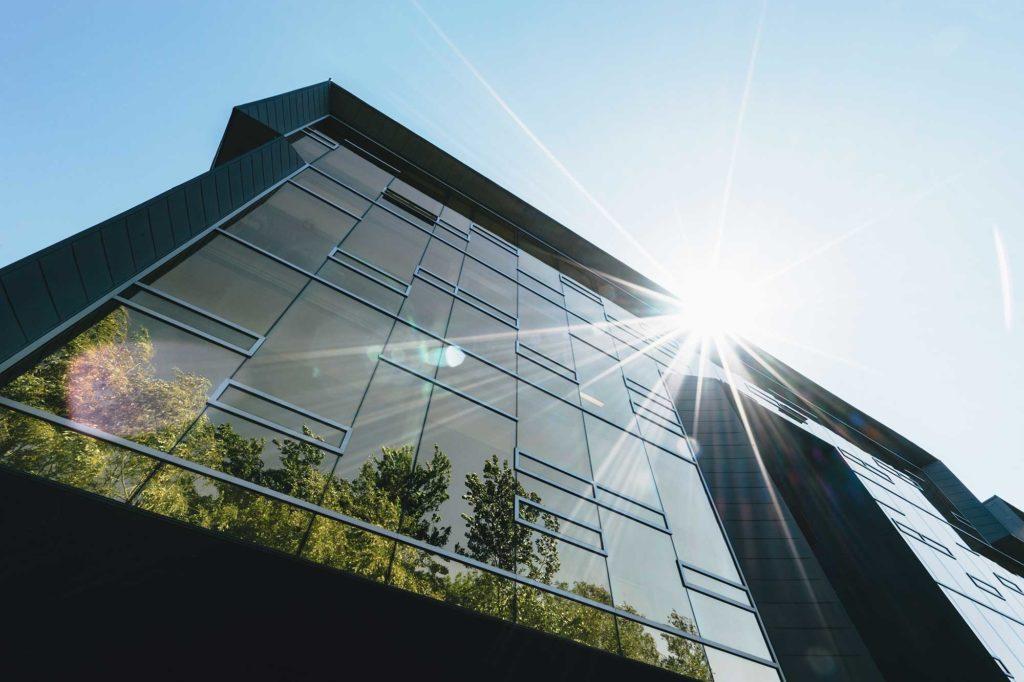Con le pellicole per vetri proteggi la tua casa dal calore estivo